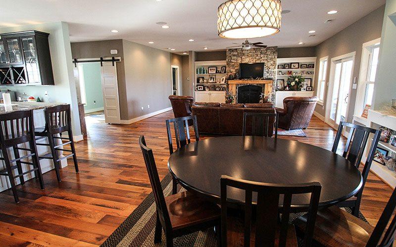 Familyroom Breakfast Room (1 of 1)