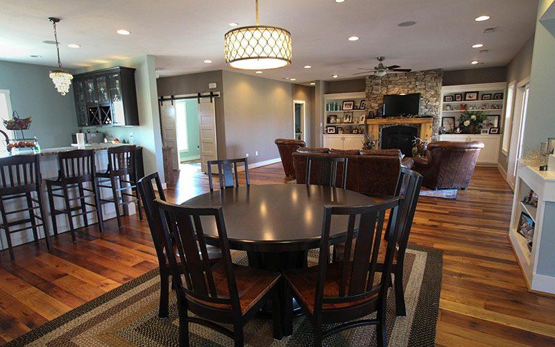 Familyroom Breakfast Room II (1 of 1)